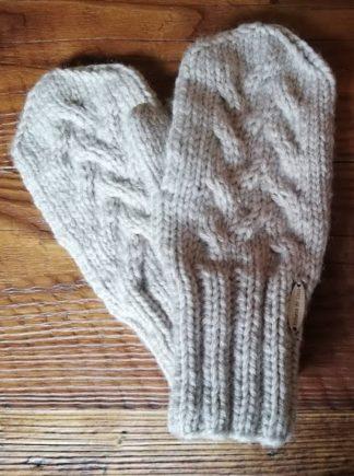Rękawiczki wełniane z jednym palcem, wykonane na drutach z mieszanki wełny z akrylem. Ciepłe i miękkie, niegryzące.