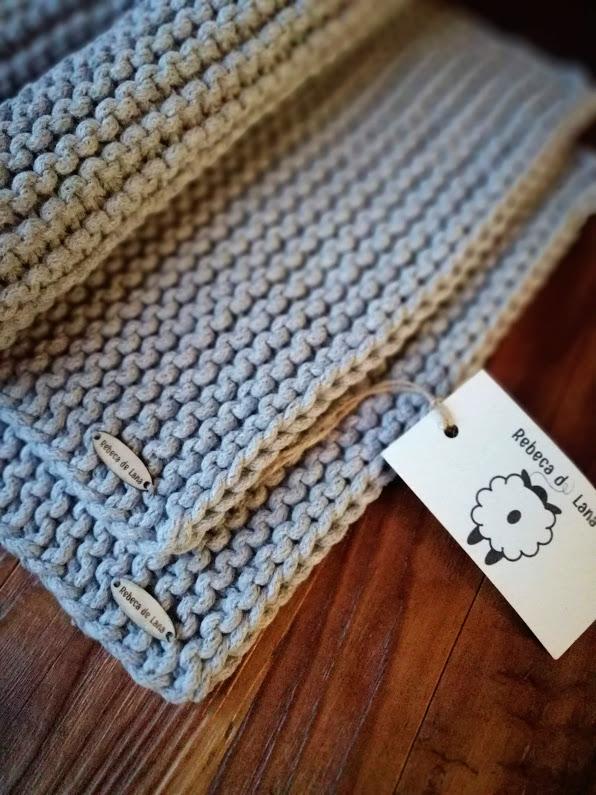Podkładki stołowe prostokątne wykonane ręcznie na drutach z wysokiej jakości bawełnianego sznurka, o grubości 5 mm.