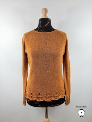 Sweter damski z ażurowym wykończeniem