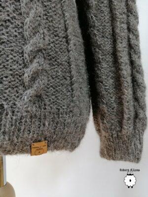 Sweter reglanowy z warkoczami