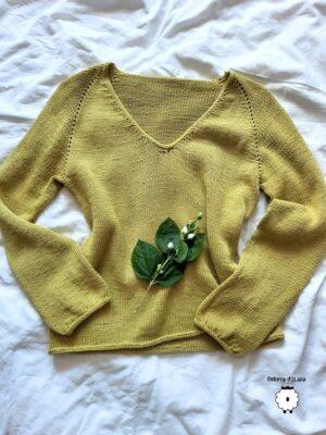 Wzór na druty – Klasyczny sweter reglanowy z V-dekoltem