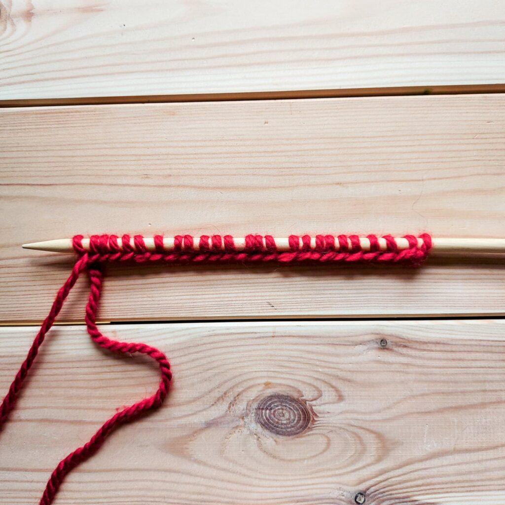 25 oczek nabranych na drut - jak zrobić szalik na drutach.