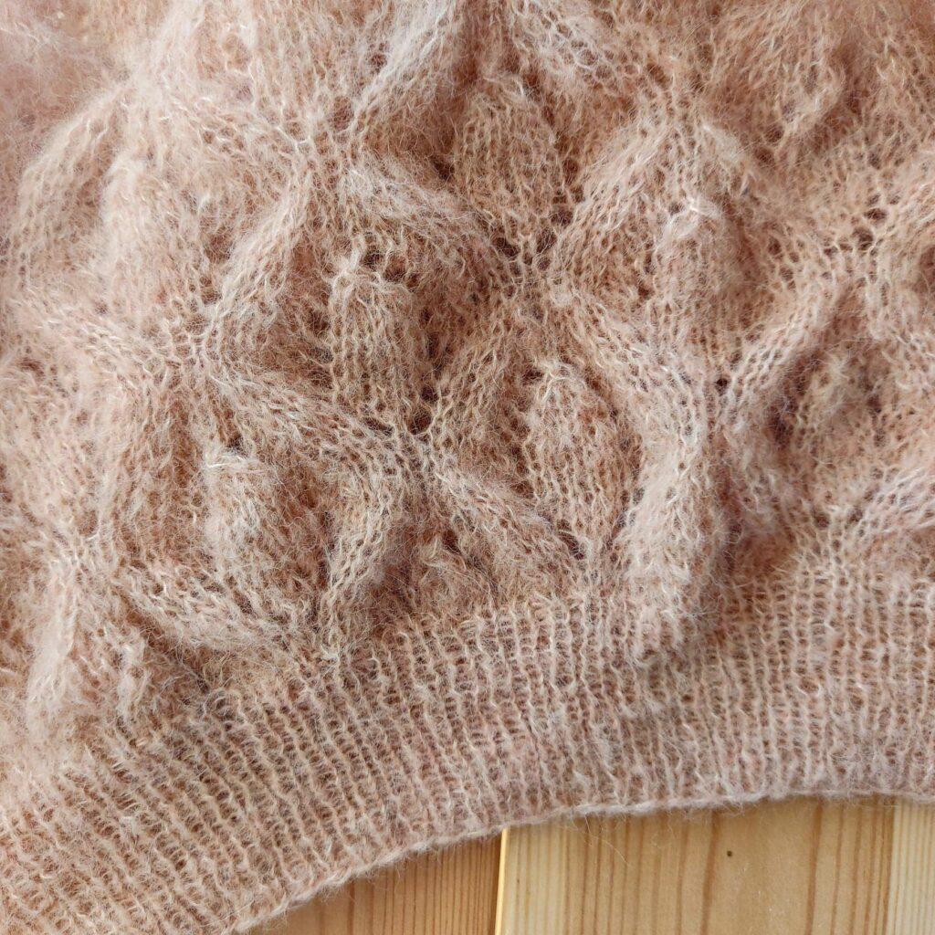 dodawanie oczek z narzutem - podstawowe techniki robienia na drutach