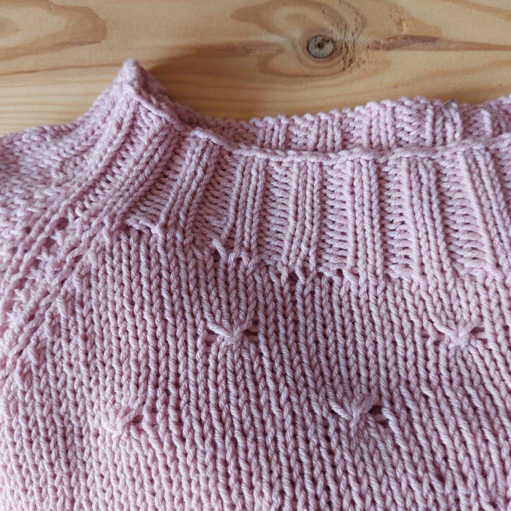 Sweter wykonany z włóczki DROPS Cotton Merino